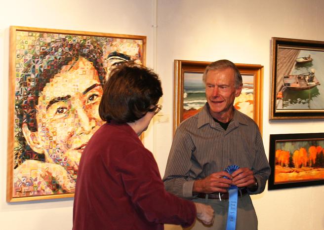 LGAA President, Bonnie Rokas awarding Ed Lucey first place for his painting, Hear the Meadow Lark?
