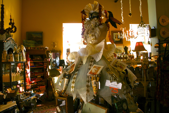Day-tripping - Tricked Out - La Sirena Antiques, Santa Cruz - photo Marie Cameron 2014
